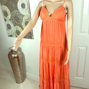 🧡🧡 gorgeous maxi Bebe dress 🧡🧡